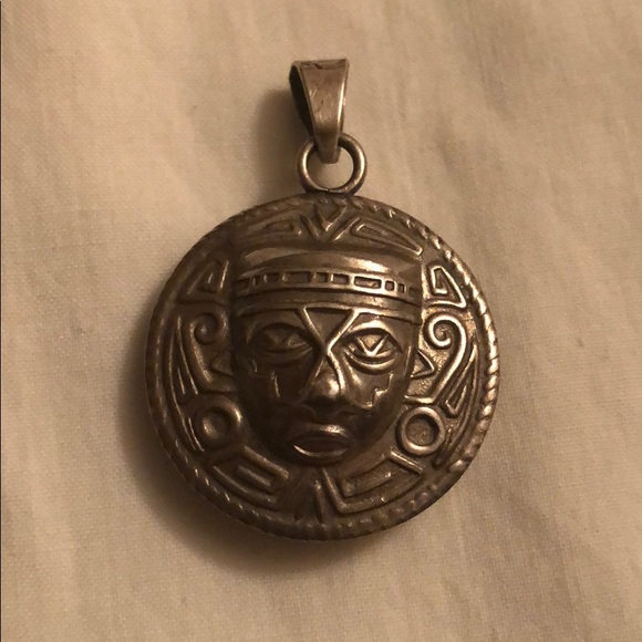 Mexicana jewelry vintage sterling silver aztec calendar pendant m5b010f3d8290afc724552baa aloadofball Image collections